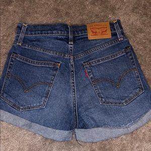 High rise Levi shorts